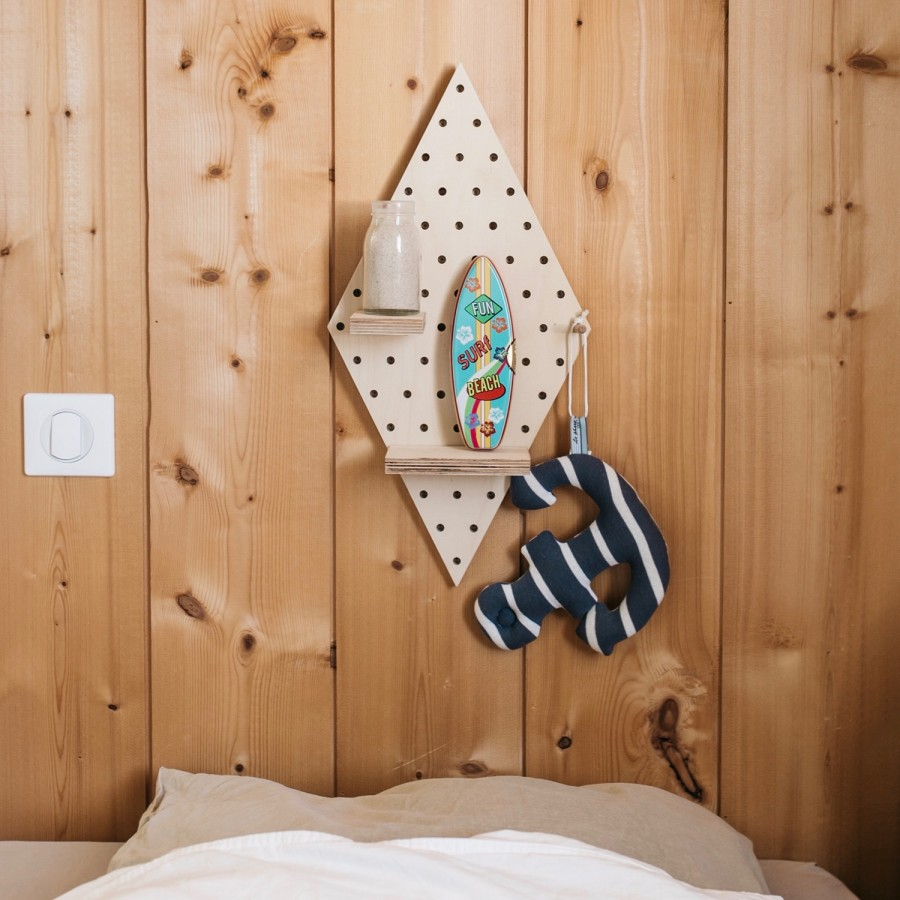 pegboard en bois en forme de losange. Black Bedroom Furniture Sets. Home Design Ideas
